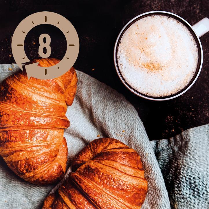 Dobbelt cappuccino med croissant, kaffepesto og skovsyre